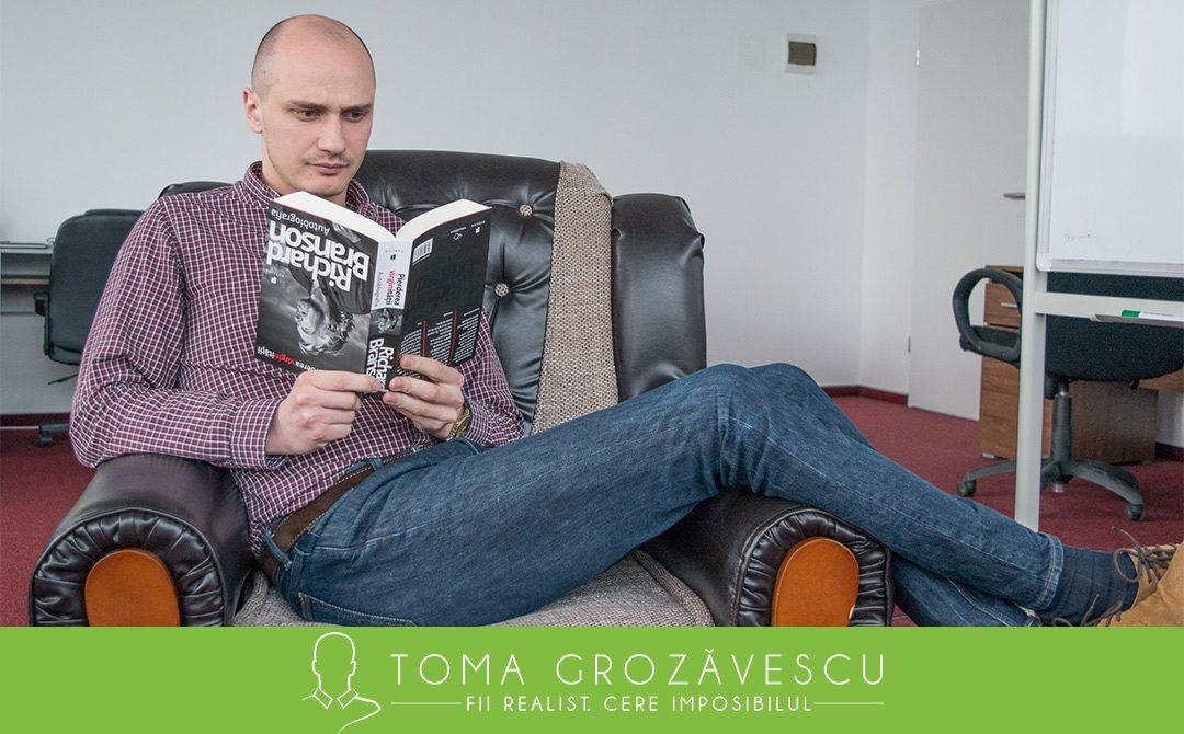 Cum să citești o carte pe săptămână (sau echivalentul)